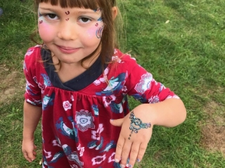 face painting henna Woodstock-New Paltz Art & Crafts Fair children